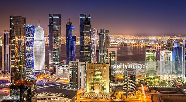 doha skyline panorama, qatar cityscape from above at night - doha stockfoto's en -beelden