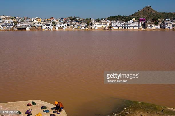CONTENT] Doing his laundry on the Holy lake Pushkar Rajasthan