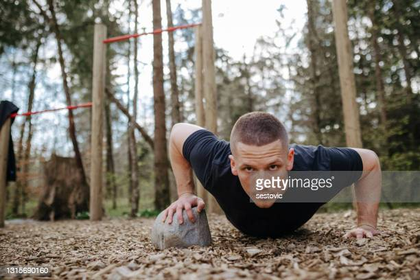 doing pull ups outside in nature - army training stock pictures, royalty-free photos & images