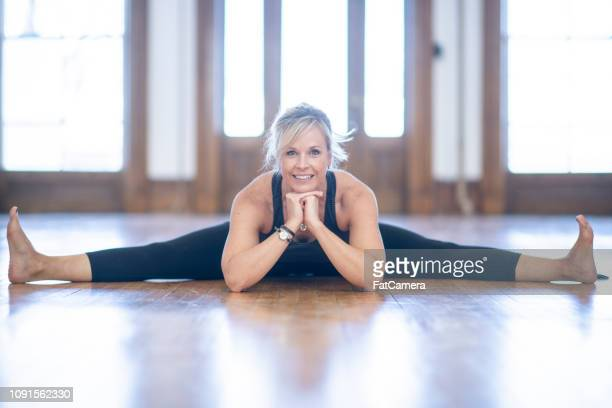 doing the splits - doing the splits stock pictures, royalty-free photos & images