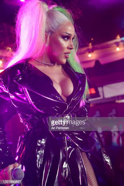 Doja Cat performs on stage at Birds Of Prey A Night Of Music And Mayhem In HARLEYWOODat DREAM Hollywood on January 23 2020 in Hollywood California