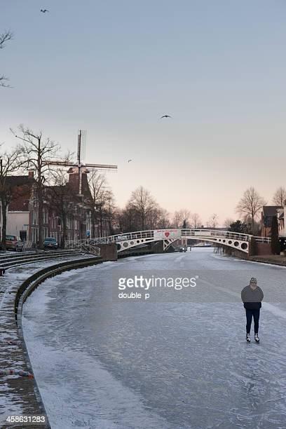 dokkum early morning - schaats ijs stockfoto's en -beelden