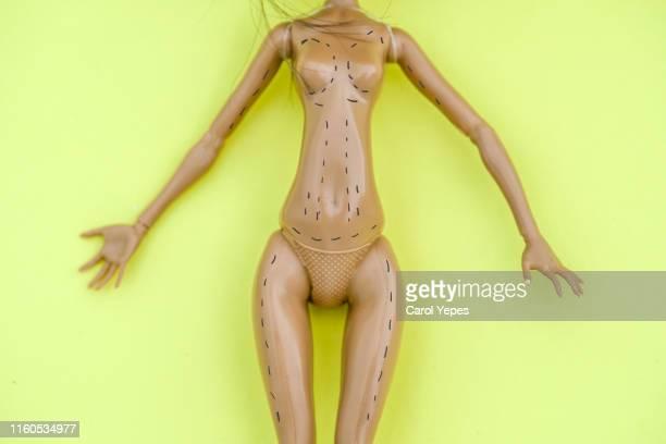 doll market for body plastic surgery - knackiger po stock-fotos und bilder