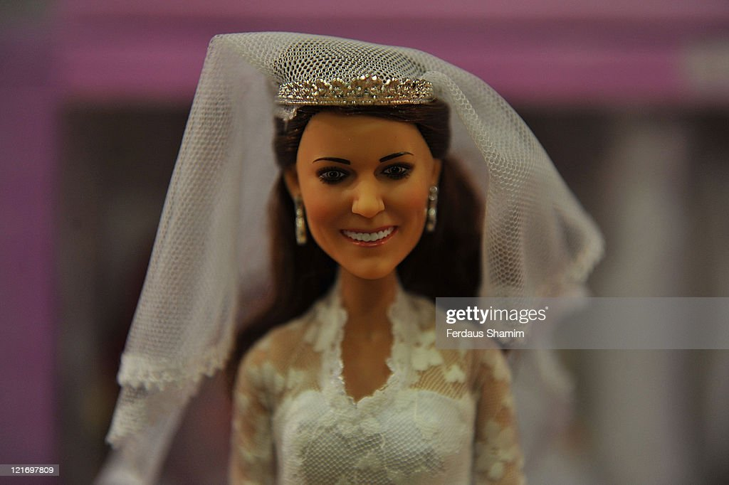 Arklu Princess Catherine Wedding Doll and Prince William Doll - Photocall : News Photo