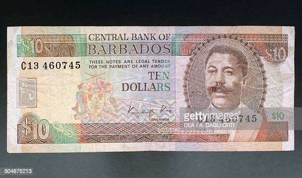 Dollars banknote, 1970-1979, obverse, Charles Duncan O'Neal . Barbados, 20th century.
