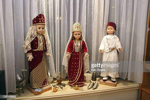 dolls with original morrocan costumes displayed for the holiday mimouna, traditional north african jewish celebration held the day after passover. jerusalem. israel. - mimouna photos et images de collection