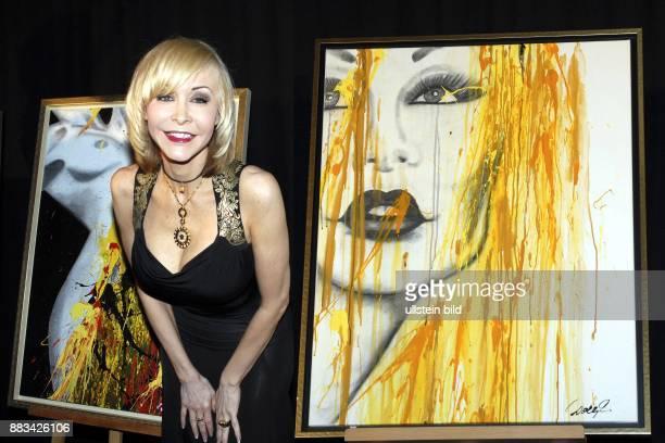 Dolly Buster Pornosdarstellerin Schauspielerin stellt ihre Werke vor