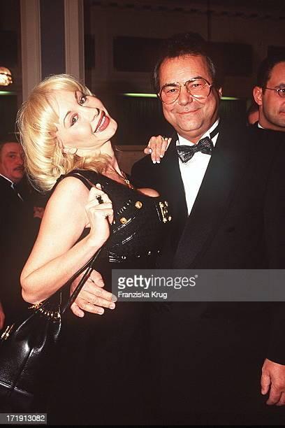 Dolly Buster und Dino Baumberger Bei Wahre Liebe Gala 301195 Hamburg AidsGala Aids
