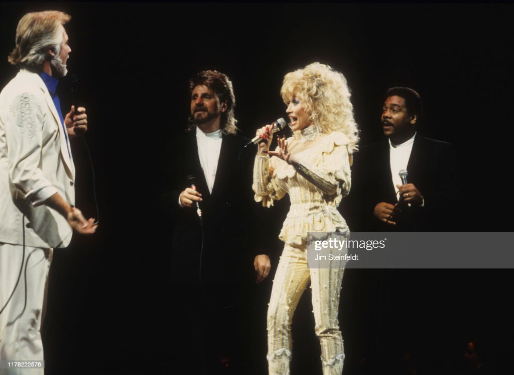 Dolly Parton... : News Photo