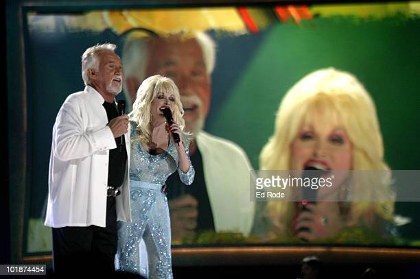 Dolly Parton and Kenny Rogers perform their hit duet Islands In The Stream at the CMT's 100 GREATEST DUETS concert A celebration of the the Top 12...