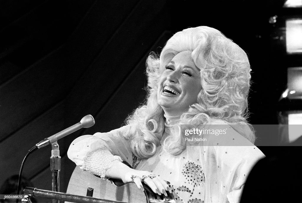 Dolly Parton On The Phil Donahue Show : News Photo