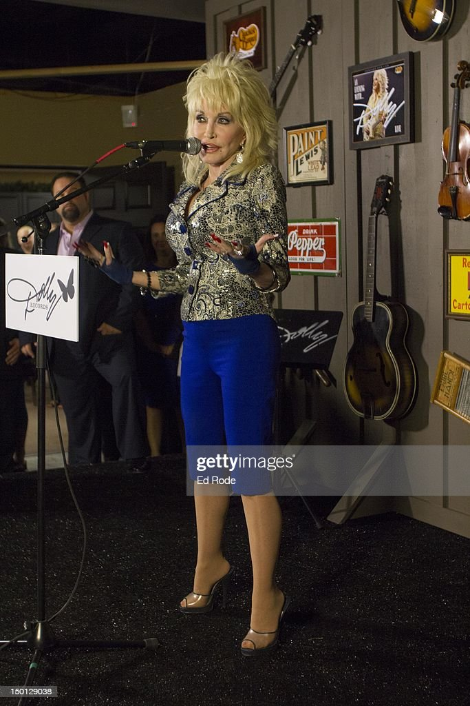 """""""An Evening With... Dolly"""" Gold Celebration : News Photo"""