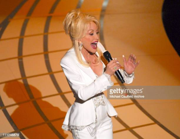 Dolly Parton performs Best Song nominee 'Travelin' Thru' from 'Transamerica'