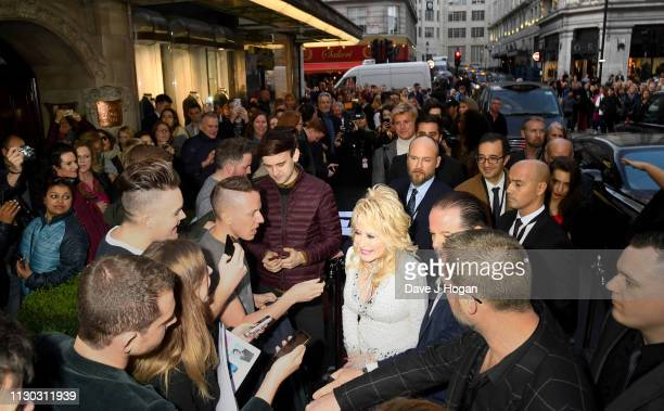 Dolly Parton visits The Cast of 9 To 5 The Musical at The Savoy Theatre on February 17 2019 in London England
