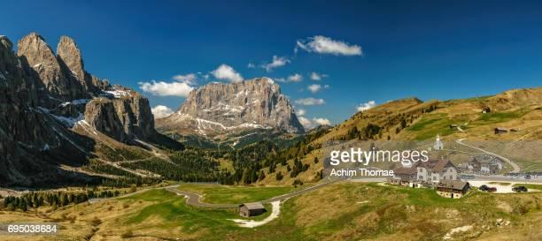 dolomite alps, panorama, south tyrol, italy, europe - straßenverkehr stock pictures, royalty-free photos & images