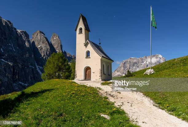 dolomite alps, south tyrol, italy, europe - kirche ストックフォトと画像