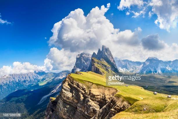 dolomites landscape, odle mountains in dolomites, italy - mountain ridge stock pictures, royalty-free photos & images