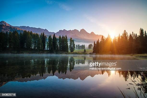 dolomiting sunrise. - trento foto e immagini stock
