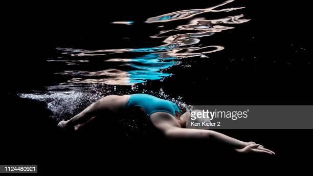 dolphin kick streamline - aerodynamic stock pictures, royalty-free photos & images