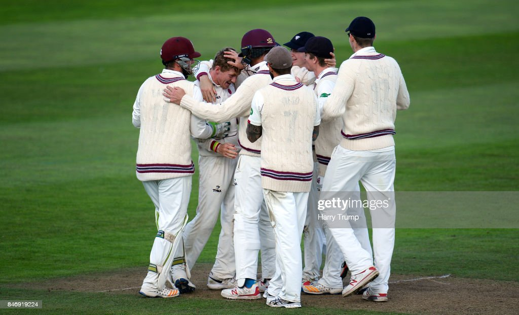 Dom Bess of Somerset(2L) celebrates after dismissing Shiv Chanderpaul of Lancashire during Day Three of the Specsavers County Championship Division One match between Somerset and Lancashire at The Cooper Associates County Ground on September 14, 2017 in Taunton, England.