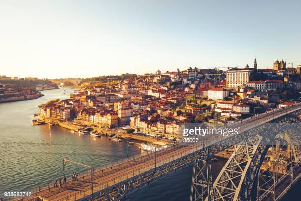 dom puente luis en porto, portugal - porto fotografías e imágenes de stock