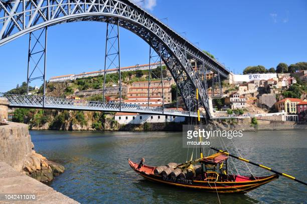 dom luís i bridge, porto / vila nova de gaia, portugal - gustave eiffel stock pictures, royalty-free photos & images