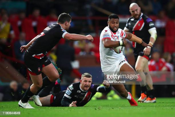 Dom Peyroux of St Helens breaks past the tackle of Jackson Hastings of Salford Red Devils during Betfred Super League Grand Final between St Helens...
