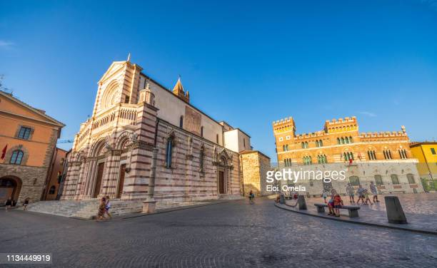 dom san lorenzo, piazza dante town square and city hall in grosseto, tuscany. italy - grosseto province stock photos and pictures
