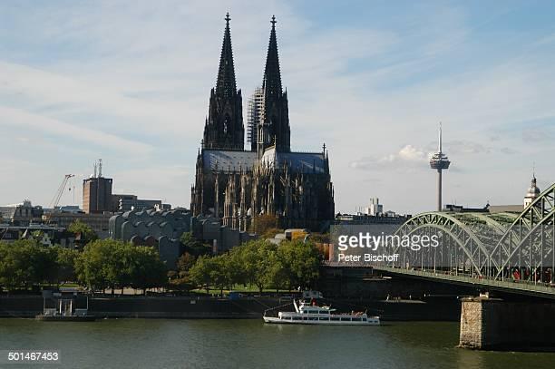 Dom und Hohenzollernbrücke Köln NordrheinWestfalen Deutschland Europa Fluss Rhein Kirche Kirchturm Brücke Reise BB DIG PNr 066/2004