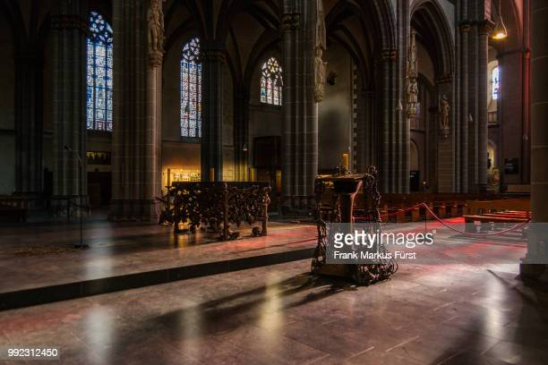 dom xanten - throne stock pictures, royalty-free photos & images