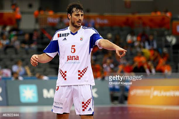 Domagoj Duvnjak of Croatia issues instructions during the placement round between Croatia and Germany at Ali Bin Hamad AlAttiyah Hall during the...