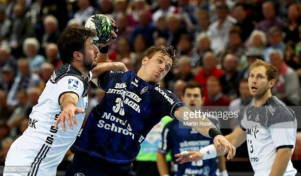 Domagoj Duvnjak of Kiel challenges for the ball with Kentin Mahe of FlensburgHandewitt during the DKB HBL Bundesliga match between THW KIEl and SG...