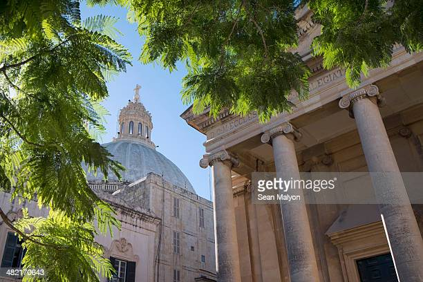 dome of carmelite church, valletta, malta - sean malyon stock pictures, royalty-free photos & images