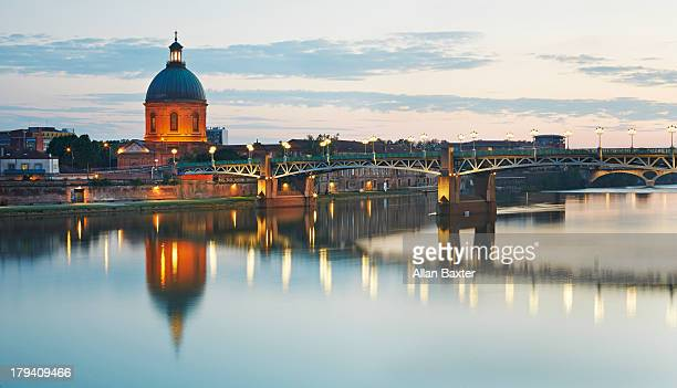 dome of the 'hopital de la grave' at dusk - toulouse stock pictures, royalty-free photos & images