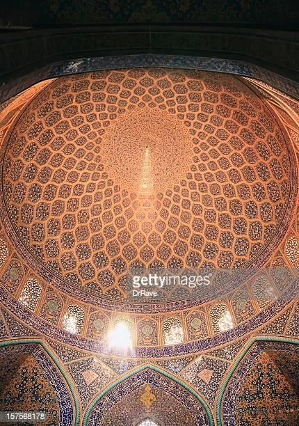 ドーム型のマスジット-i シェイク lotfallah (モスク)、イラン - シェイフロトフォラモスク ストックフォトと画像
