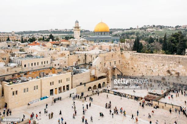 dome of the rock and western wall in jerusalem, israel - jerusalem old city stock pictures, royalty-free photos & images
