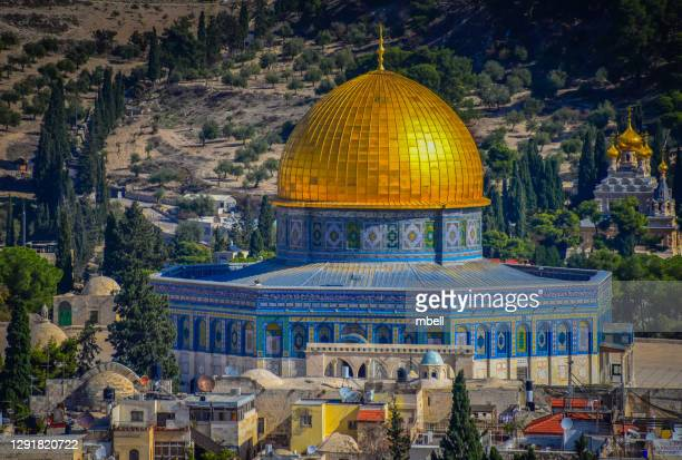 dome of the rock on the temple mount, viewed from mount of olives - jerusalem israel - dôme photos et images de collection