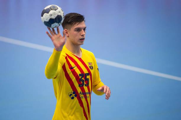 FRA: FC Porto v FC Barcelona - EHF Champions League Group B