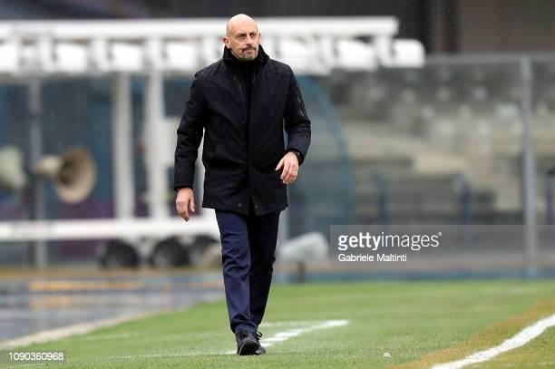 Domenico Di Carlo head coach of AC Chievo Verona looks on during the Serie A match between Chievo Verona and ACF Fiorentina at Stadio Marc'Antonio...
