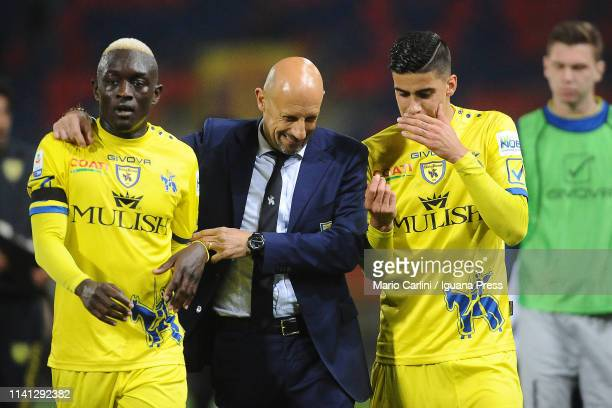 Domenico Di Carlo head coach of Chievo talks to his players during the mid half break during the Serie A match between Bologna FC and Chievo at...