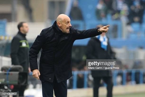 Domenico Di Carlo head coach of Chievo Verona gives directions during the Serie A match between SPAL and Chievo Verona at Stadio Paolo Mazza on...