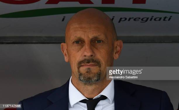 Domenico Di Carlo head coach of Chievo Verona looks on during the Serie A match between Chievo Verona and SSC Napoli at Stadio Marc'Antonio Bentegodi...