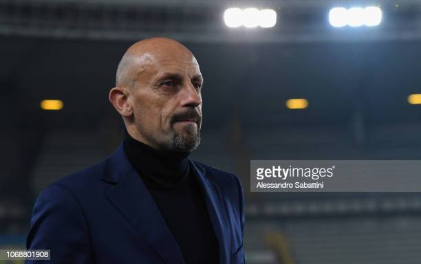 Domenico Di Carlo head coach of Chievo Verona looks on during the Coppa Italia match between AC ChievoVerona and Cagliari Calcio at Stadio...
