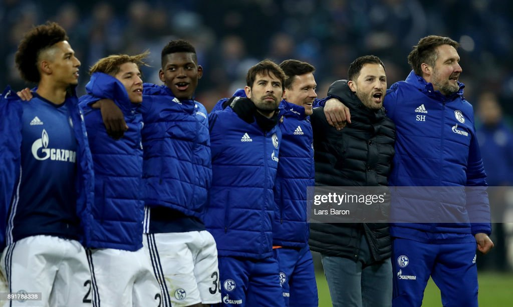 Domenico Tedesco (2nd right), head coach of Schalke celebrate with the team after the Bundesliga match between FC Schalke 04 and FC Augsburg at Veltins-Arena on December 13, 2017 in Gelsenkirchen, Germany.