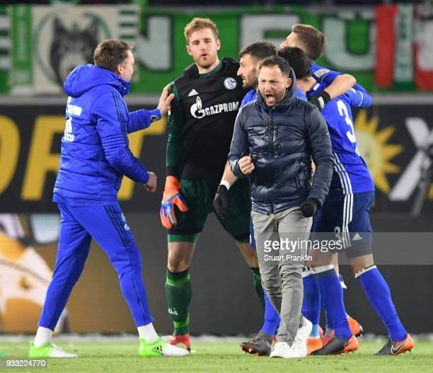 Domenico Tedesco head coach of Schalke celebrates at the end of the Bundesliga match between VfL Wolfsburg and FC Schalke 04 at Volkswagen Arena on...
