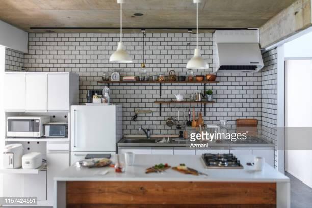国産キッチンと軽めの朝食の準備 - キッチン ストックフォトと画像