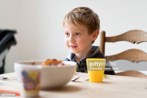 domestic scenes at family lunch - s0ulsurfing fotografías e imágenes de stock