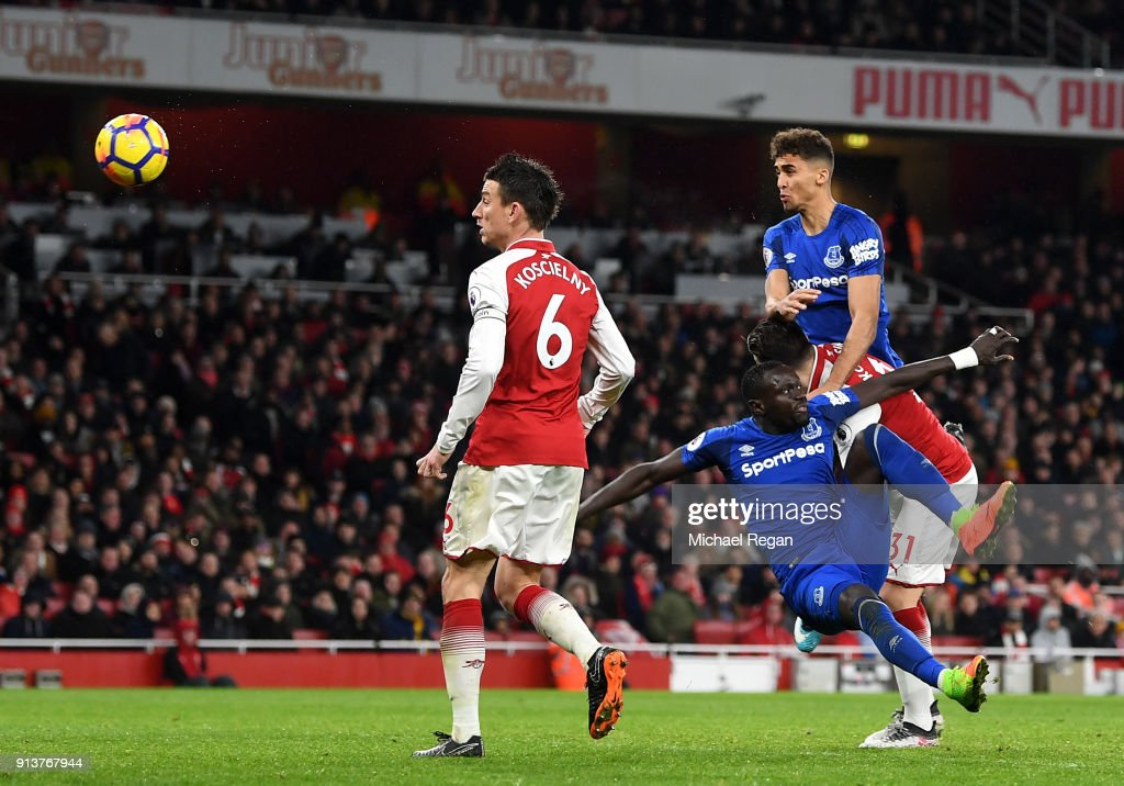 Dominic Calvert-Lewin of Everton scores his sides first goal during the Premier League match between Arsenal and Everton at Emirates Stadium on February 3, 2018 in London, England.