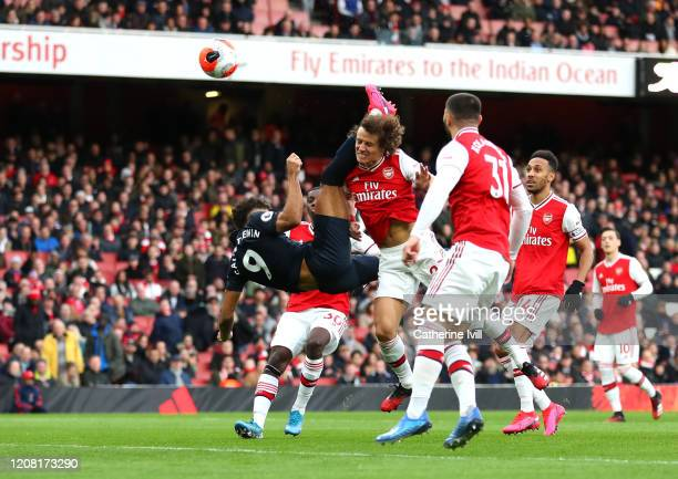 Dominic Calvert-Lewin of Everton scores his team's first goal during the Premier League match between Arsenal FC and Everton FC at Emirates Stadium...
