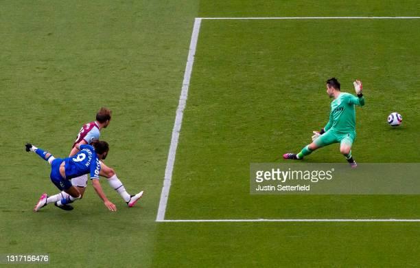 Dominic Calvert-Lewin of Everton scores the first goal past Lukasz Fabianski of West Ham United under pressure from Craig Dawson of West Ham United...